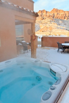 http://moabhouserental.com/Moab_Home_files/condo-Y-4-hottub-2828-sm.jpg