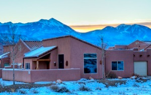 http://moabhouserental.com/Moab_Home_files/condo-Y-4-mtn-HDR-2807_8_9_tone-sm.jpg